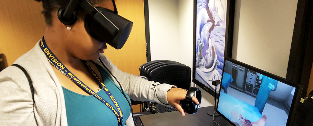 Student at NYLF program using VR to further education