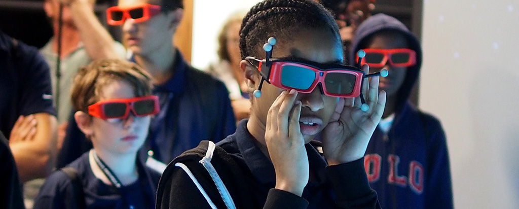 Students use virtual reality and NYLF Explore Stem Alumni